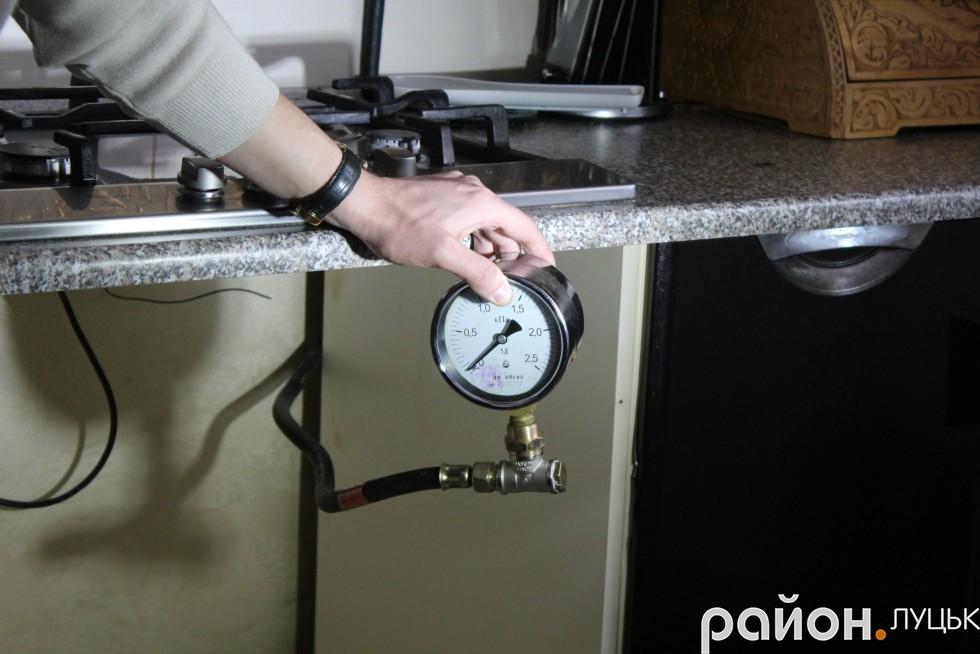 Тиск газу у кінцевого споживача повинен бути не нижче,  аніж 0,7 кілопаскаль