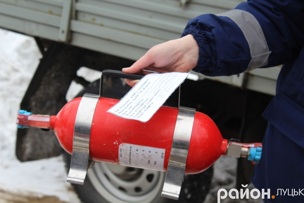 Запломбовані зразки газу транспортують з Ковельської ГРС до лабораторії Укртрансгазу