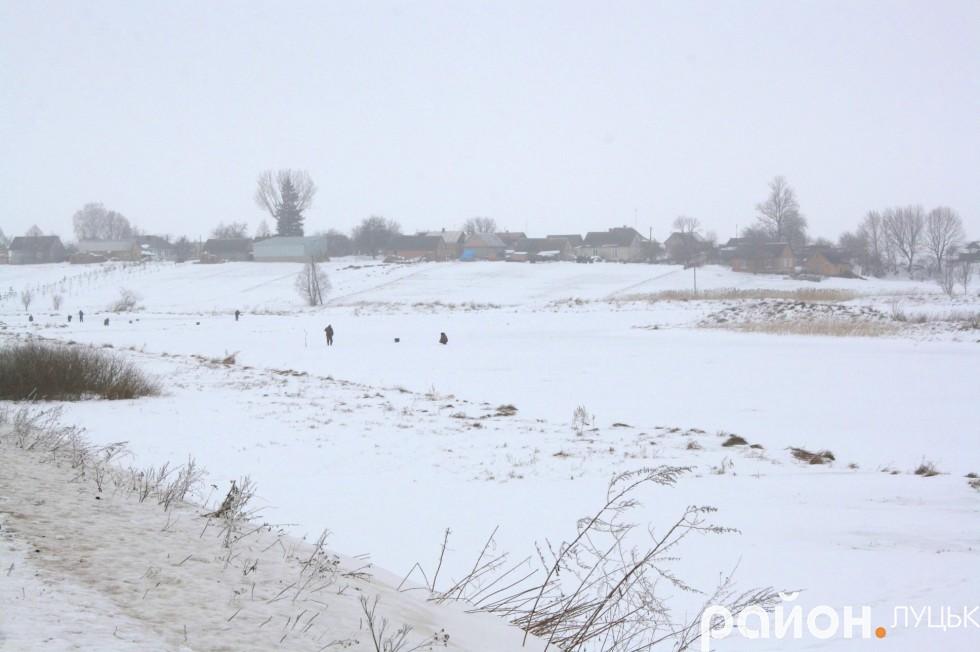 Воютинським рибалкам не страшний мороз і сніг