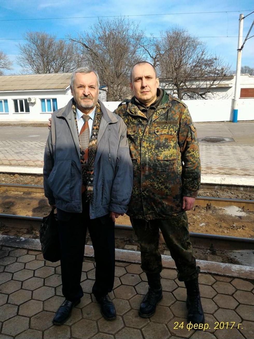 Фото із сімейного архіву: Костянтин Васін (ліворуч) часто навідується в Мелітополь, де домівки синів Кості та Олександра