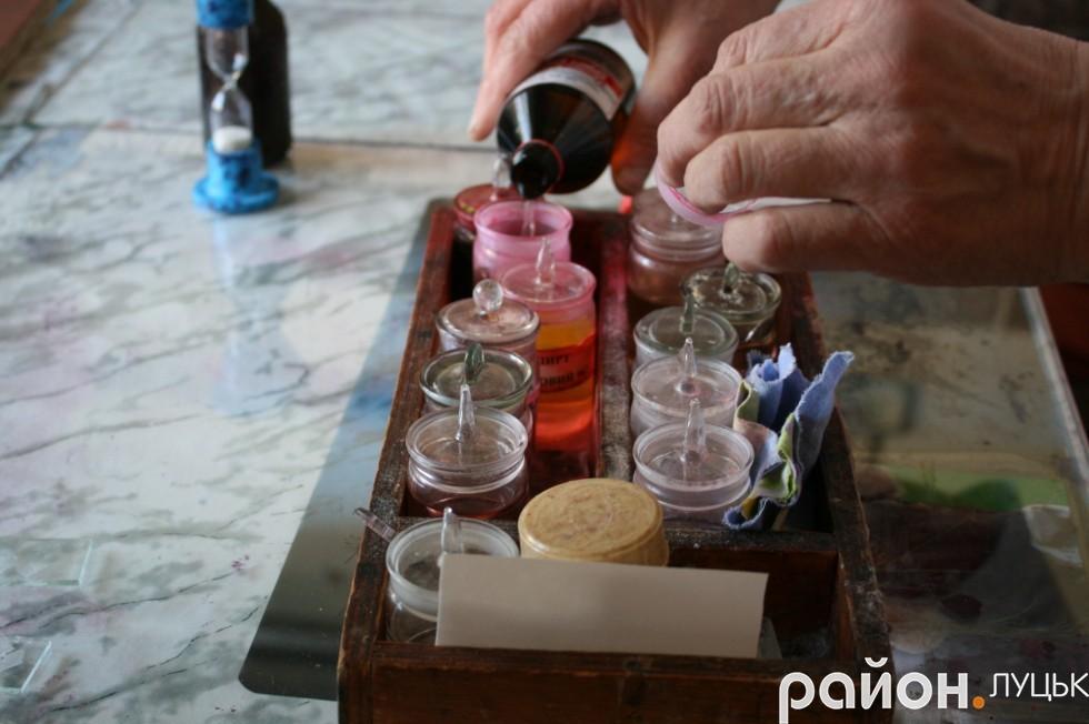 Так проводиться етап фарбування тканин
