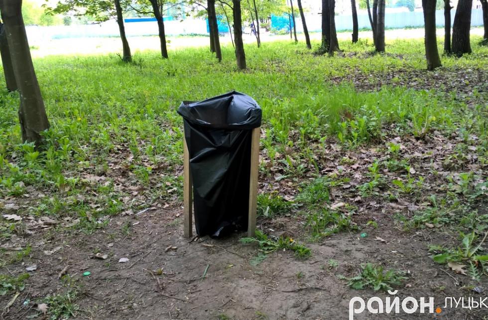 На території встановили тимчасові смітники