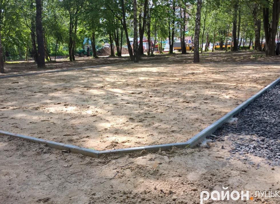 У парку готуються до встановлення дитячого майданчика