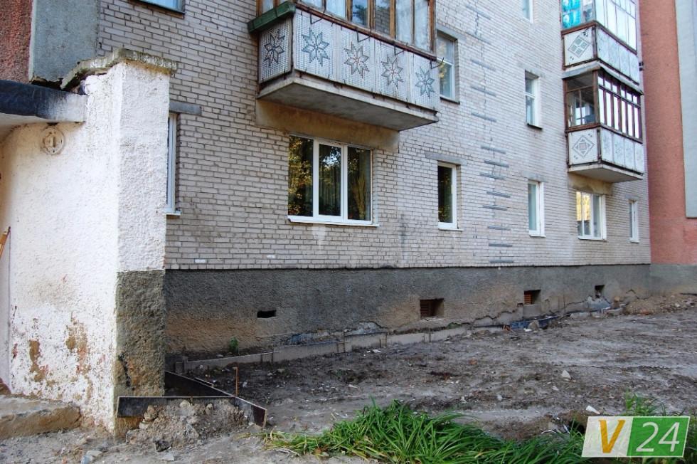 Після початку будівництва ''Егоїста'' сусідній будинок вкрився тріщинами