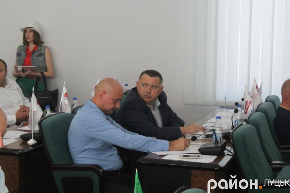 Зосереджені Євген Ткачук та Олександр Козлюк. Вони лише збираються сказати своє слово...