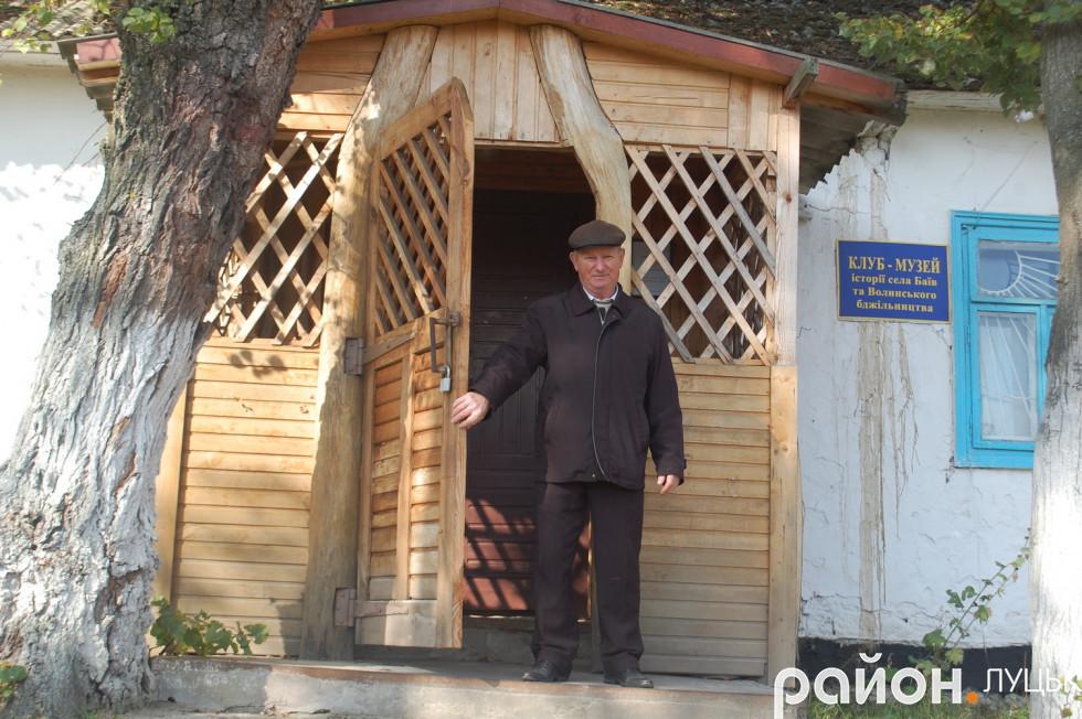 Завідувач музею-клубу Іван Душак