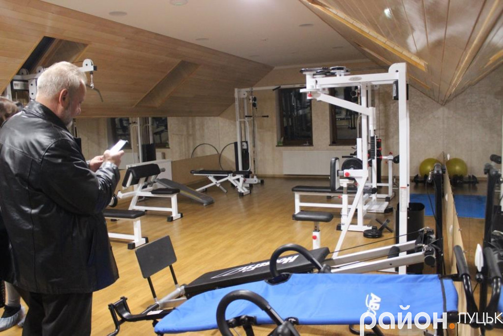 Для поцієнтів центру діє спортзал, де вони можуть виконати додаткове навантаження