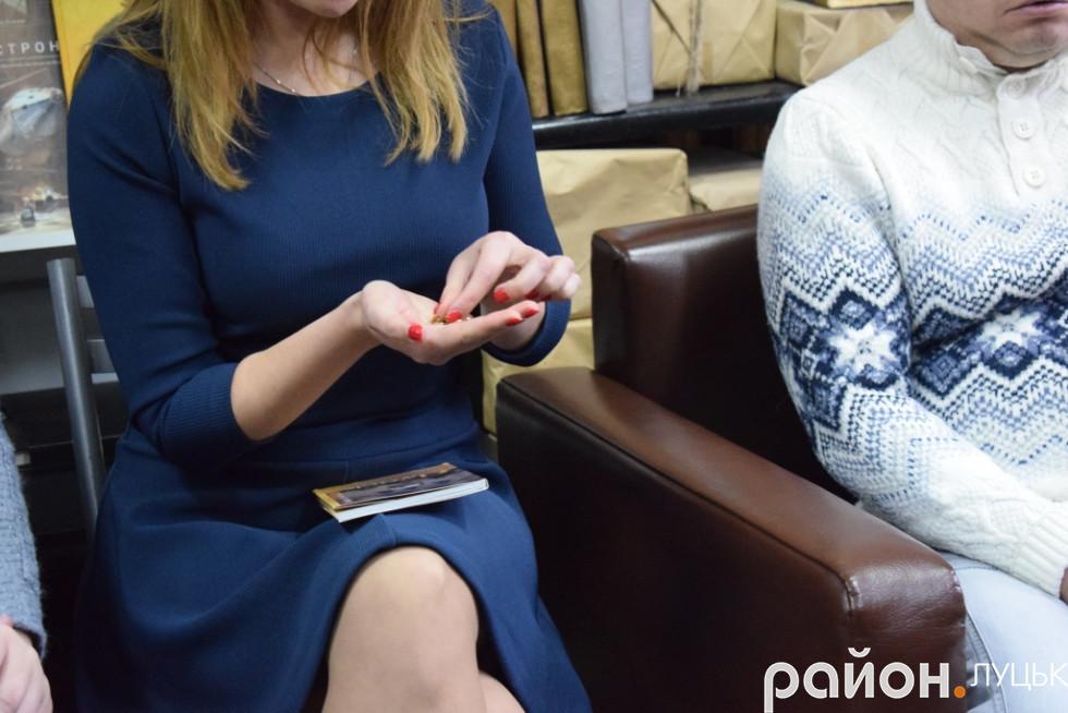 Катерина Мосіюк подарувала Віталієві Ткачуку та Ганні Серпутько символічні ключики, які будуть допомагати відкривати наступні проекти