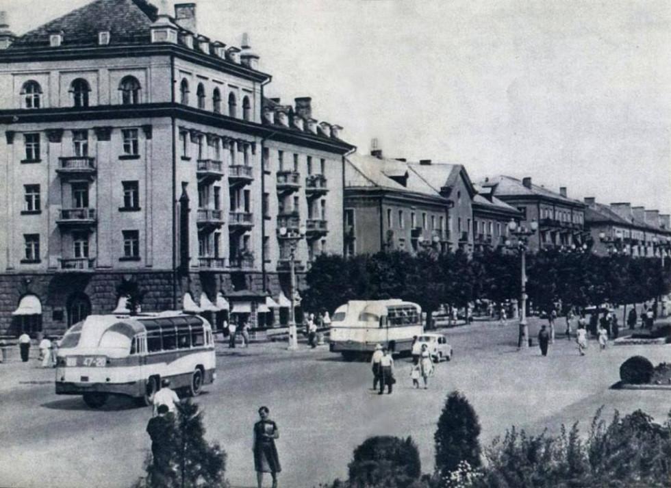 Вулиця Леніна (нині - проспект Волі)