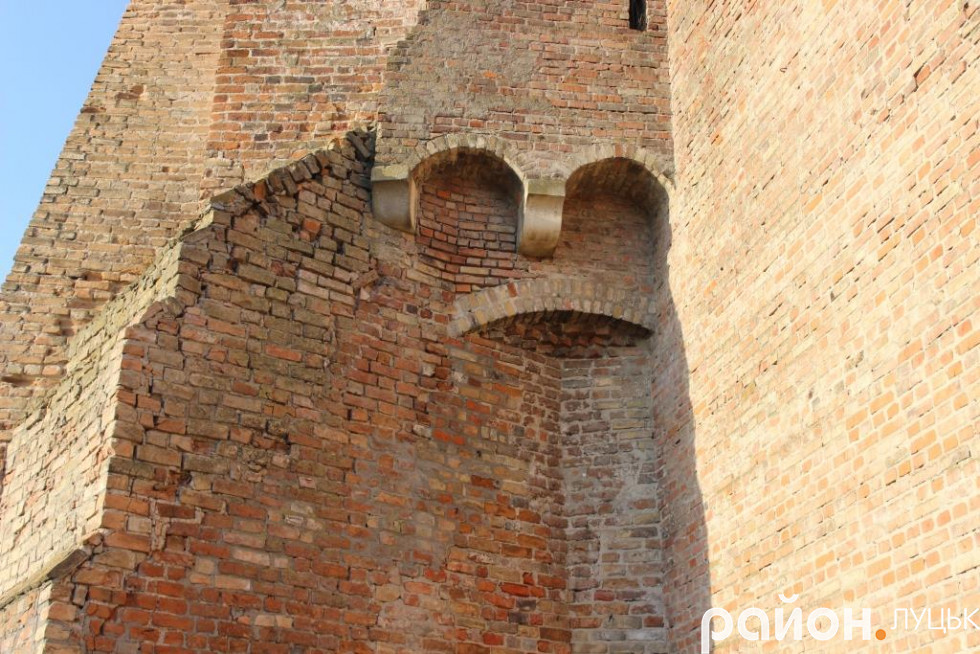 Забрало «тамплієра» на мурах замку