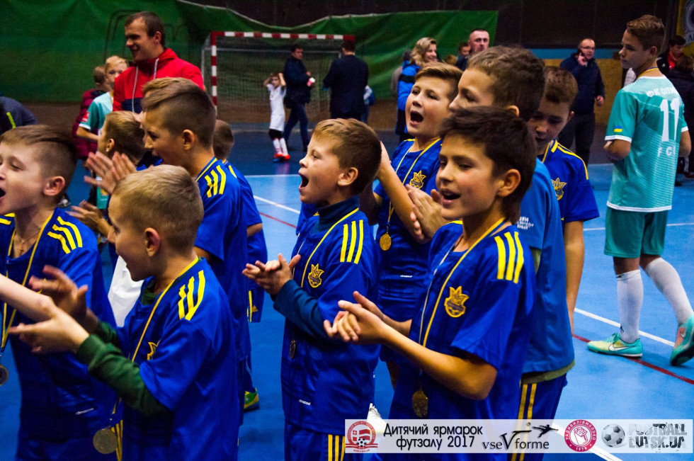 Під час гри хлопці не скупилися на підкати та фоли, після - на аплодисменти та привітання