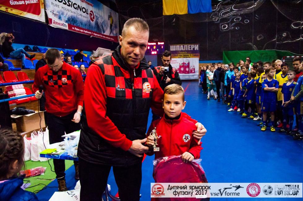 Нагорода найкращому воротареві у категорії до 9 років - Олександру Гузоватому з «Волині-09»