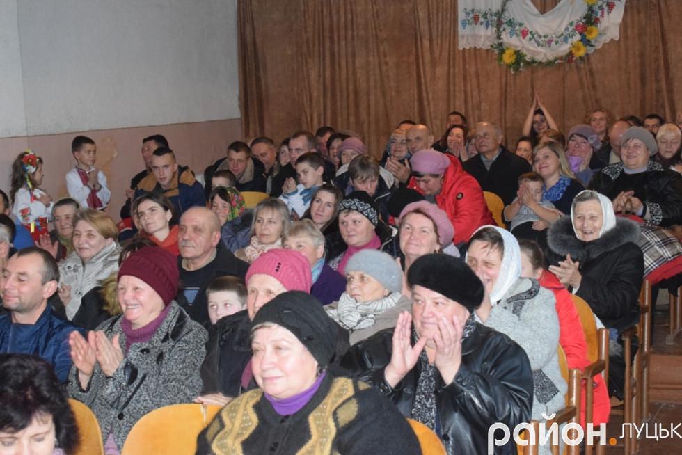 Жителі села Милуші не шкодували оплесків для учасників концерту
