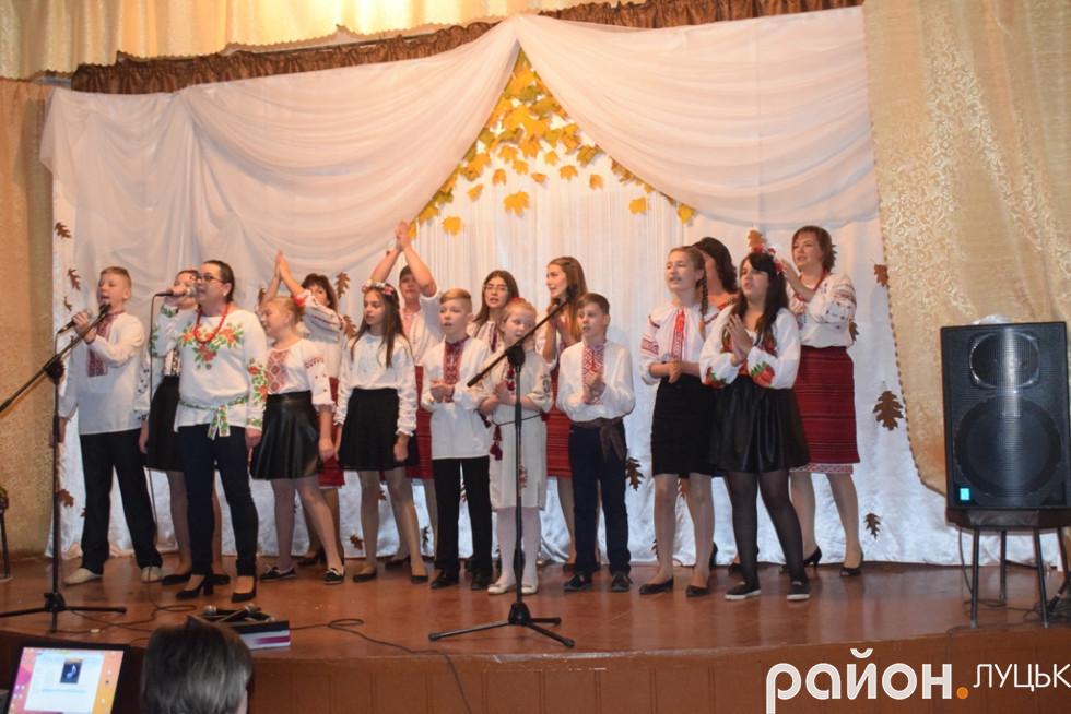 Фінальна пісня у виконанні учасників концерту