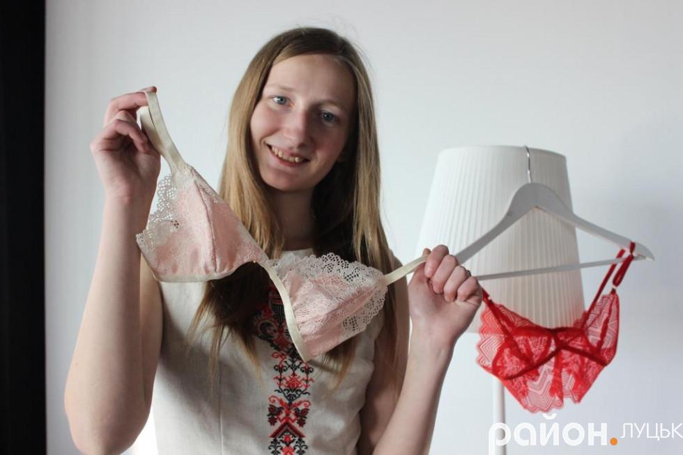Спершу дівчина пошила бюстгальтер для себе