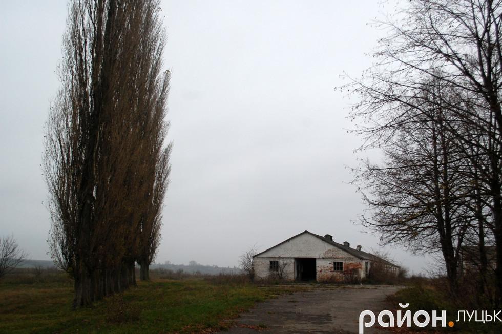 Колишня ферма в селі Цеперів