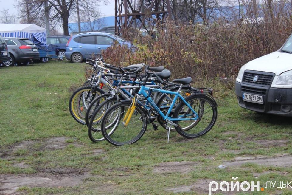 Придбати тут можна і велосипеди