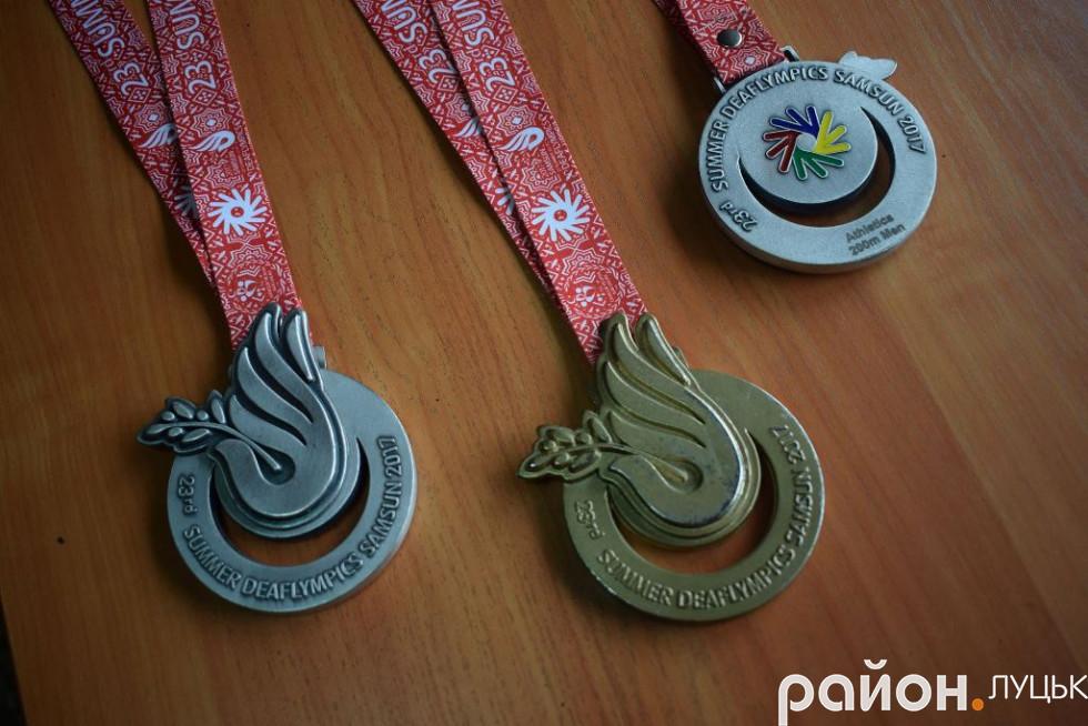 Два «срібла» та «золото» Дефлімпіади - з колекції Дмитра Вишинського