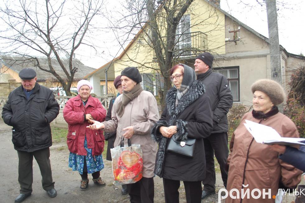 Жителі мікрорайону прийшли послухати звіт свого депутата