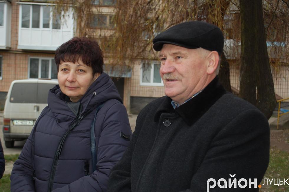 Жителі проспекту Відродження слухають звіт депутата Петра Нестерука