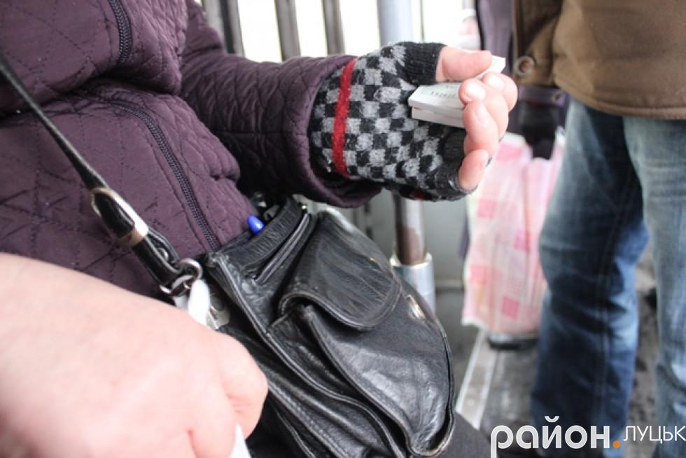 Замість валідаторів тепер - сумочки, квитки і руки кондукторів