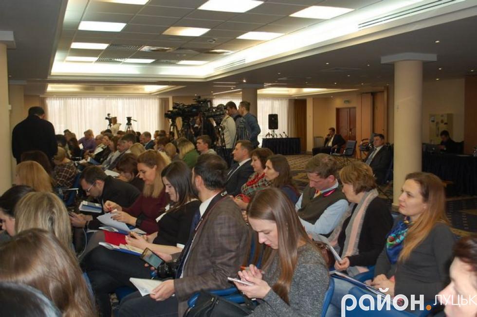Журналісти регіональних ЗМІ на прес-клубі в Києві