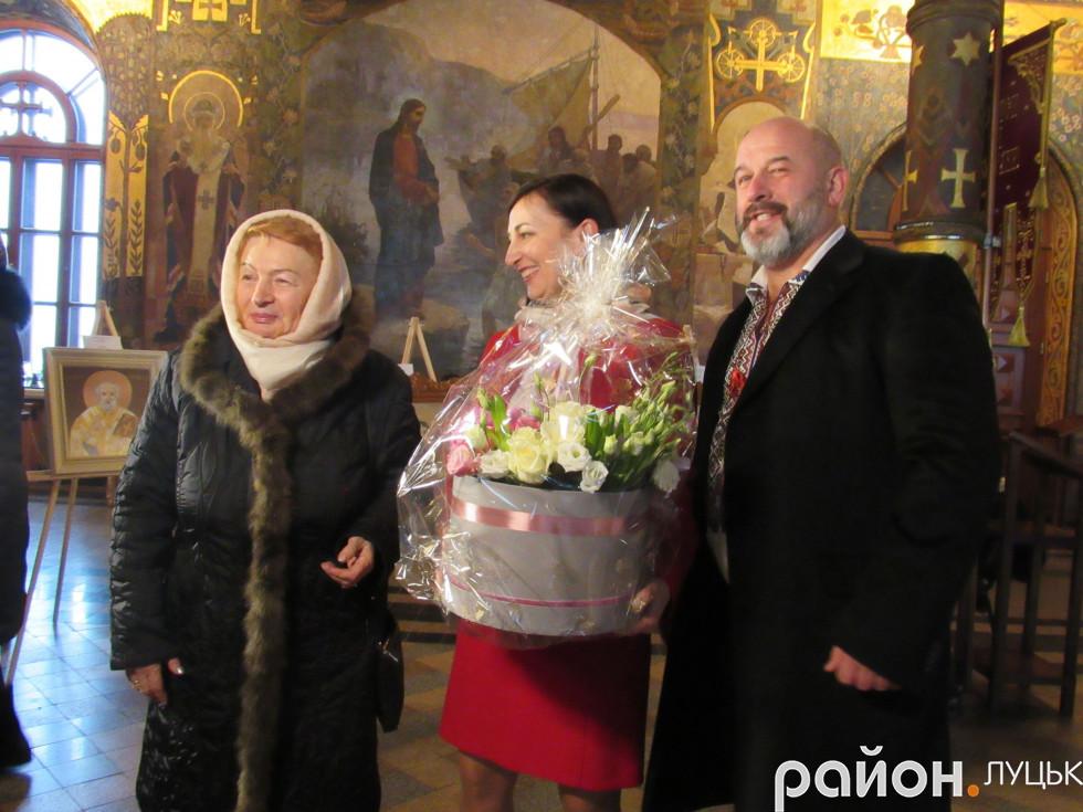 РІдні подарували майстрині букт квітів