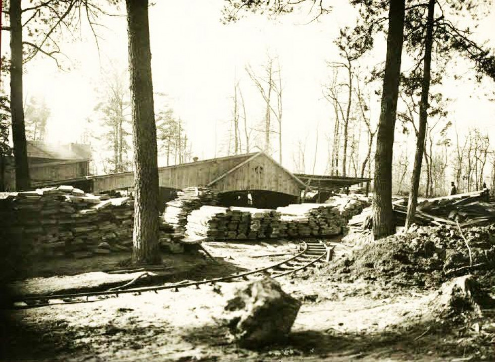 У селі діяли столярний та слюсарний цех
