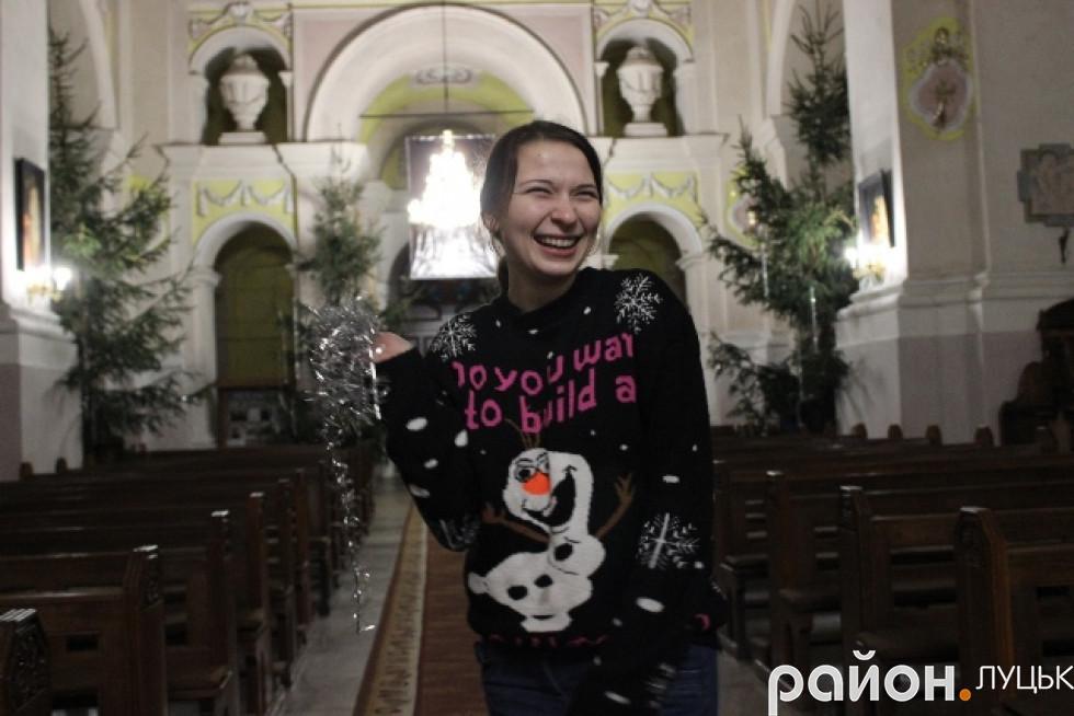 Вже зовсім скоро Аня вирізатиме свої 218 святкових сніжинок