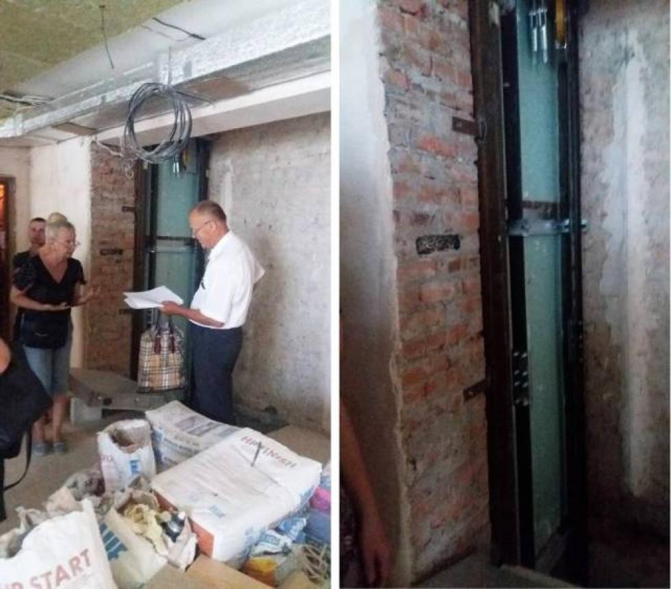 Конструкцію, якою планують підіймати ліфт, змонтували просто на стіні, що межує із сусідською квартирою