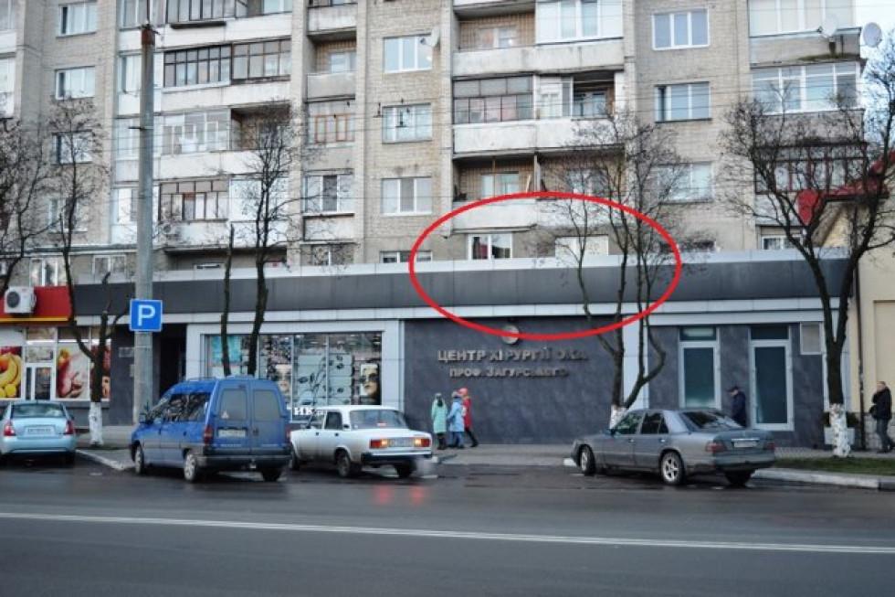 Люди пояснюють: це – навіть не лоджії, а замурований у півцеглини простір під балконами верхніх поверхів