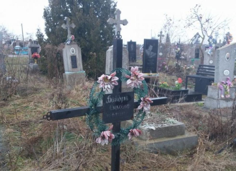 Хрест на могилі Олександра Байбули