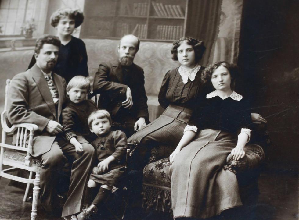 Сімейне фото, Волинська губернія, 1910-ті роки.