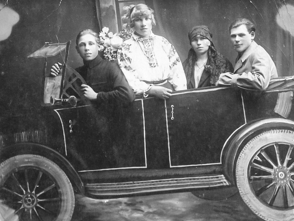 У фотосалоні міста Володимир-Волинський, 1920 р.
