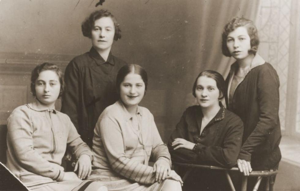 Фотосалон в Голобах, 1930-ті.