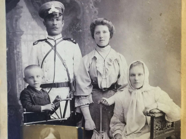 Світлина, яка була зроблена в одному із луцьких фотосалонів у далекому 1903 році