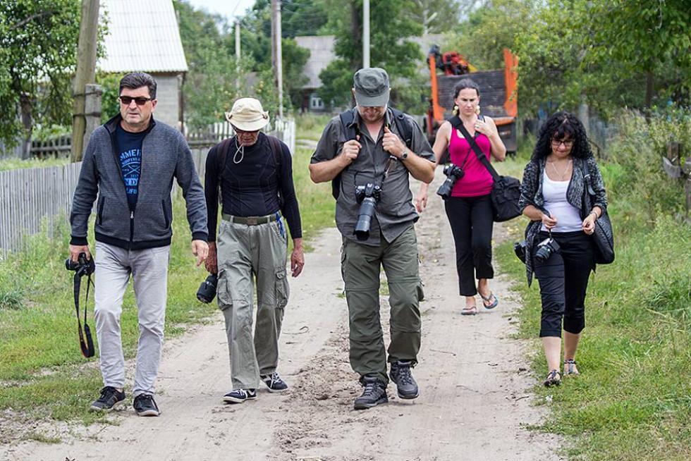 «Фотодесант» німців і поляків в Україну. Фото з соцмережі