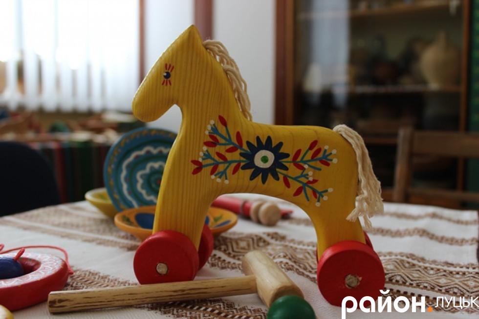 Аби іграшка була «живою, над нею обов'язково мають потрудитися руки майстра