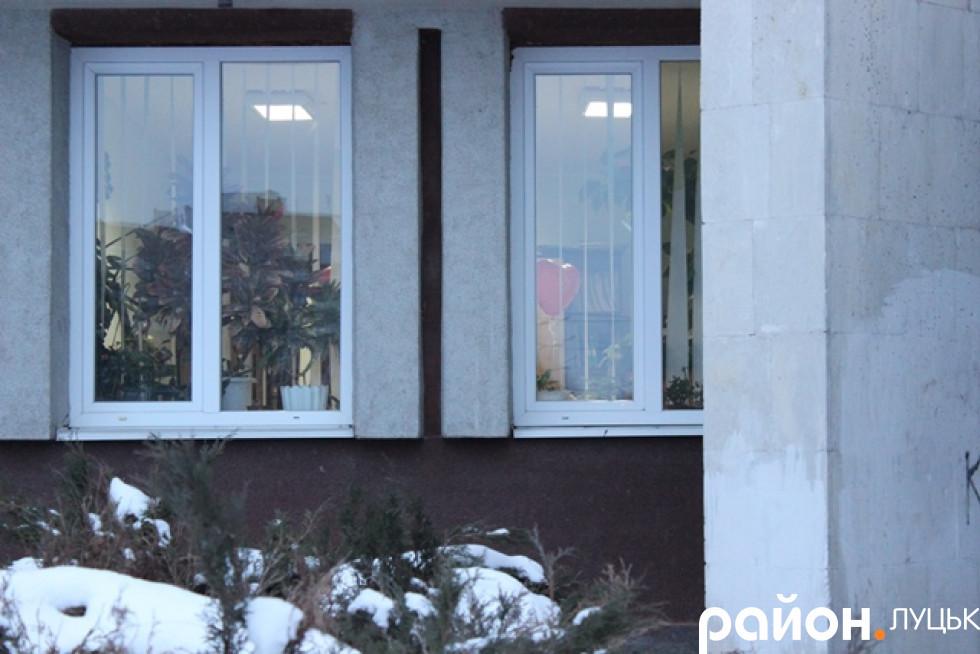Вікно, де кулька – кабінет реєстрації шлюбів