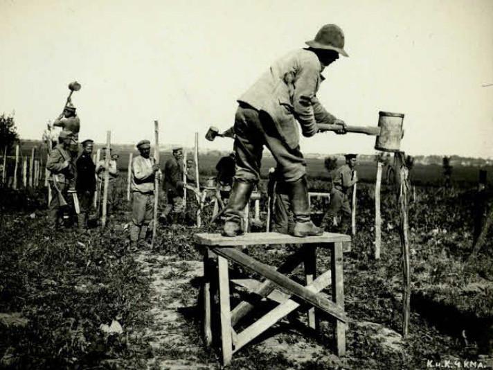 Гнідава на фото часів Першої світової війни