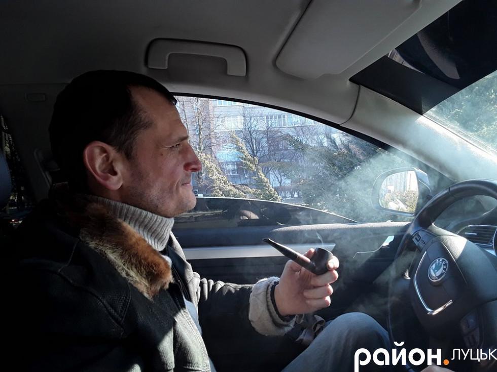 Артем Запотоцький палить виключно чистий тютюн
