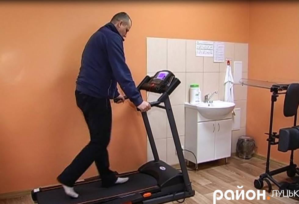Пацієнт на біговій доріжці