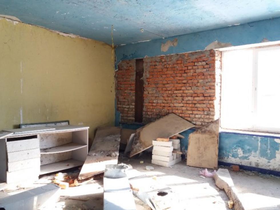 Руйнування стіни (вигляд з будівлі)