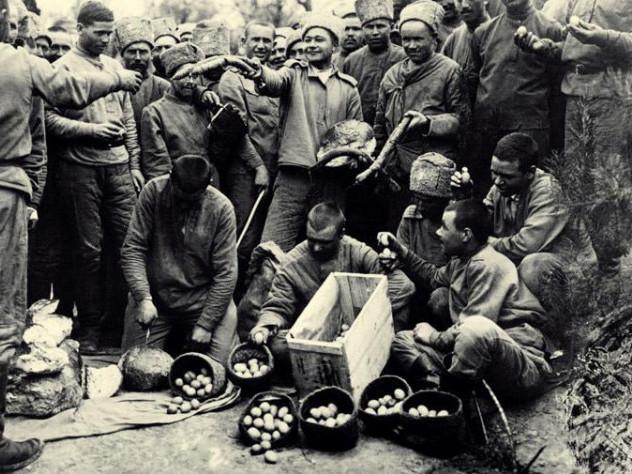 Солдати святкують Великдень