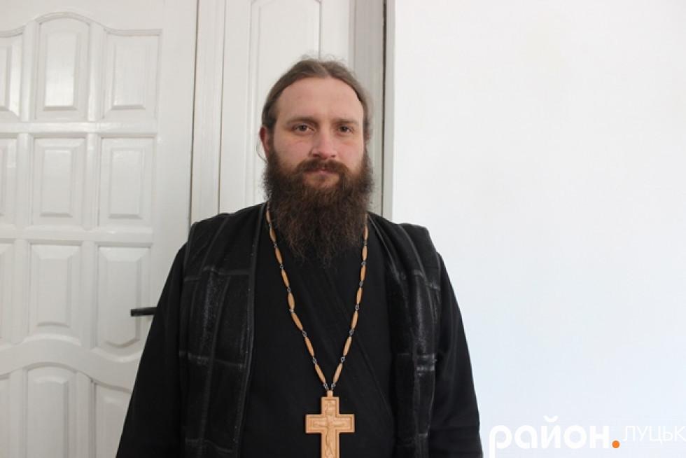 Ієромонах Арсеній - один із семи монахів, що доглядають за монастирем