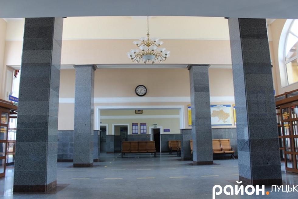 Просторий вокзал у Луцьку