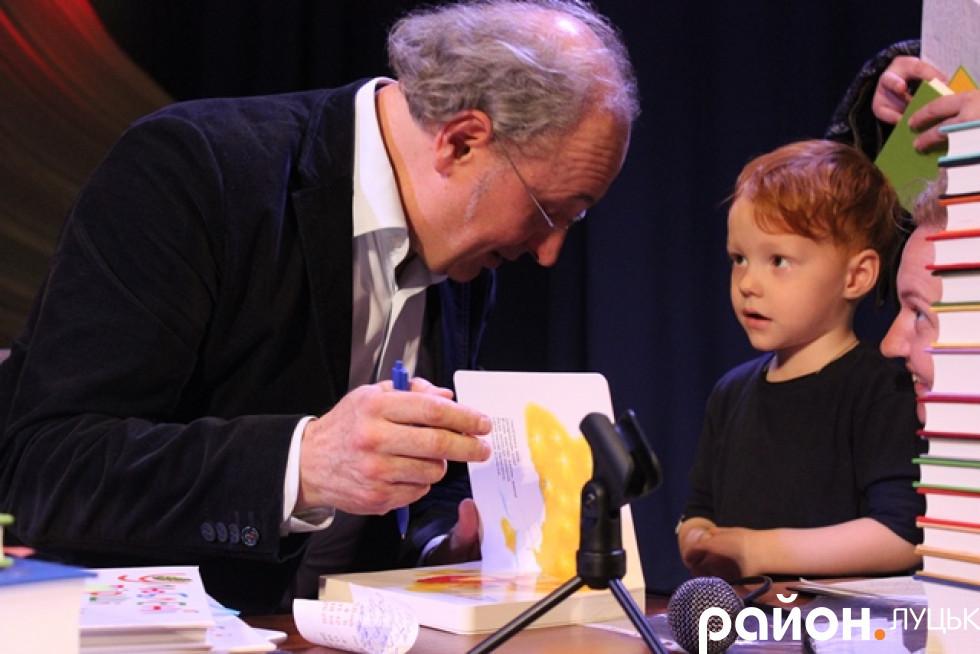 Його книжки читають діти від двох