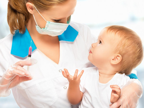 Найпоширеніші міфи про вакцинацію розвінчає дитячий імунолог