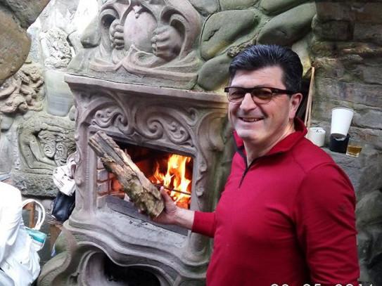 Організатор міжнародного проекту культурно професійних обмінів Володимир Павлік у будинку скульптура Миколи Голованя