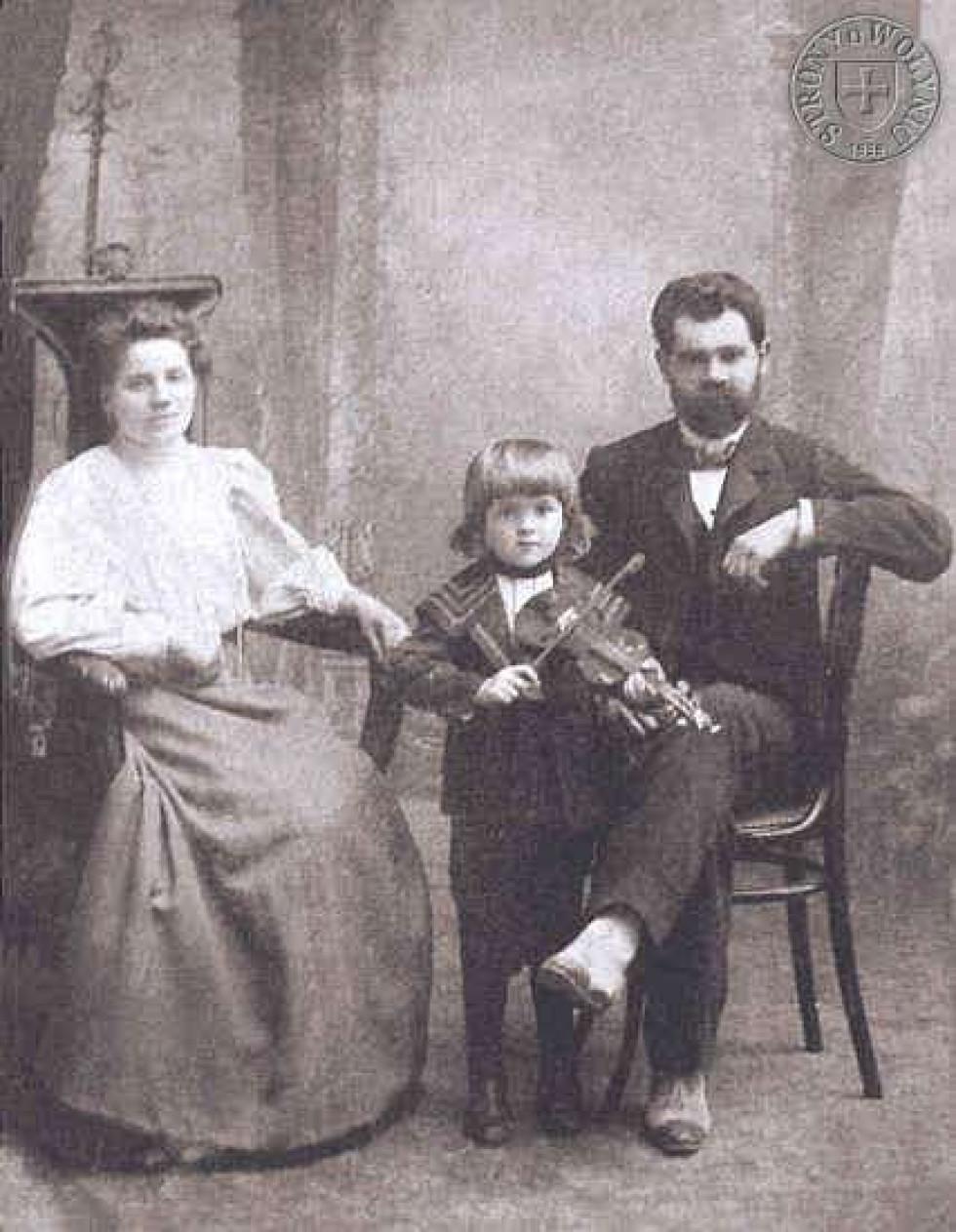 Невідома родина з с. Несвіч. Фото кін. ХІХ ст.